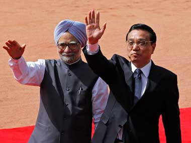 Chinese Premier Li Keqiang with Prime Minister Manmohan Singh during a ceremonial reception at Rashtrapati Bhavan in New Delhi on Monday. (Photo: Reuters)